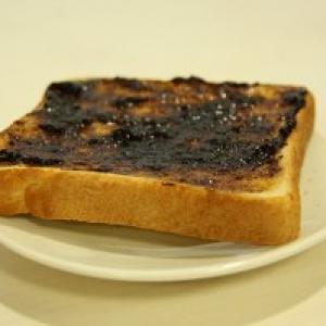 【日曜版】『ごはんですよトースト』を実食してみた【格差の食卓:第1回】