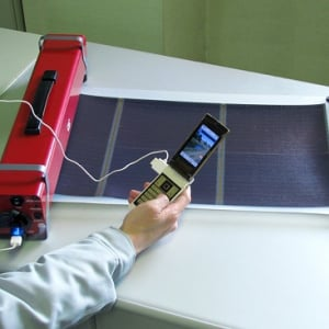 巻き取り式の太陽光発電システム『モバイルソーラーユニット』が値下げ
