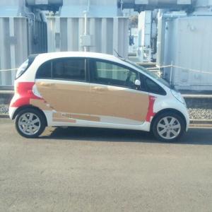 男子寮に続き今度は東京電力の車にまでテープ保護!? シュールな車だ