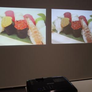 """[PR]プロジェクターは""""色の明るさ""""をチェック 3LCD方式と1チップDLP方式で食べ物の写真がおいしそうに見えるのはどっち?"""