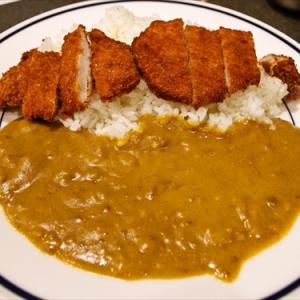サラリーマンに愛される名店のカツカレーを食べてみた @『マルマン』新梅田食堂街