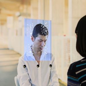 向き合うことでメンタルヘルスへの理解が深まる アイトラッキング技術を活用した最新型写真展が開催中