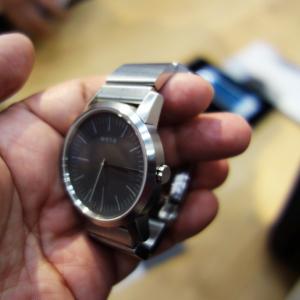 【CEATEC2015】ソニー社内ベンチャーが開発中のスマートリストバンド付きアナログ時計『wena wrist』に触れる