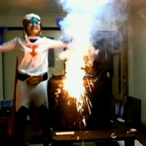 ニコニコ生放送中に部屋の中で花火をぶっ放し消防車が来る始末に! 犯人はえりりか?