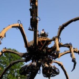 ワー! 横浜に巨大グモが出現『ラ・マシン』