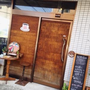珈琲とスパイスカレーと自家製ケーキと素敵な空間を味わえる『cafe uraraka』