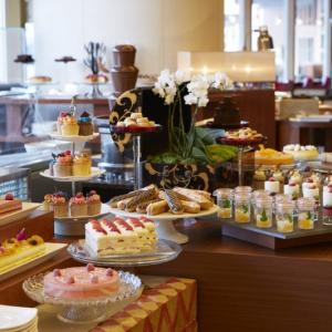 ホテルクオリティを好きなだけ! 「ヒルトン東京お台場」のケーキブッフェが至福