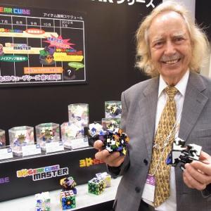 【東京おもちゃショー2011】発明者のメファート教授来日! ますます広がる『3D ギアキューブ』ワールド