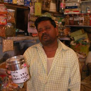 なんでインド料理屋の店員ってあんなに陽気なの?