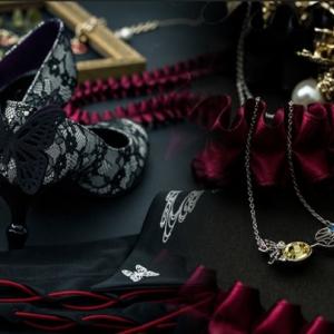 ミステリアスで妖艶な『xxxHOLiC』のイメージそのまま! 蝶が舞うパンプス&ネックレス[オタ女]