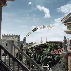 [PR]特撮ジオラマの新境地! 約3000枚の貨幣と共に通貨の歴史を巡るストップモーション動画がスゴイ
