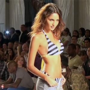 マイアミでメルセデスベンツ主催の水着ショーが開催! まずはDIESELが披露!