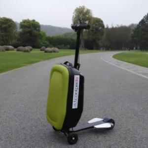 スマホ充電も可能なUSB端子搭載! 電動ボード合体型キャリーケース『Coolpeds ElectricCarryCaseBoard』