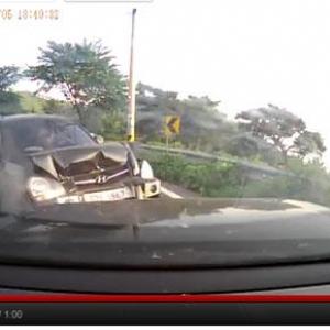 韓国のドライブレコーダーがとらえた事故の瞬間