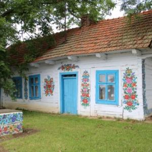 """""""可愛い""""が大好きな旅人必見! ポーランドの花柄模様であふれる村"""