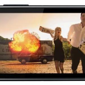 Motorola、防塵・防水スマートフォンDEFYのスペックアップ版「DEFY+」を発表。Android 2.3、1GHz CPU、1,700mAhバッテリーを搭載