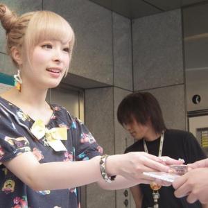 きゃりーぱみゅぱみゅニコニコ本社前でファンと握手会