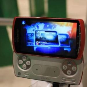 Xperia PlayのオレンジカラーがGamescomで見つかる