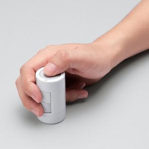 タテに握ってグリグリ動かそう! 乾電池型ワイヤレスマウス『kandenchi』