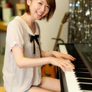 【ガジェット女子】妃田智さん ――ピアノのお姉さんがMaxi single CD リリース