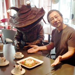 カネゴンが渋谷のカフェ店長に就任「レジのお金は食べません」