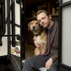 【動画】捨て犬から俳優犬へ! サイモン・ペッグと訓練士が語る『ミラクル・ニール!』俳優犬モジョの秘話