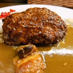 都会のオアシスで頂くハンバーグカレーの美味しさよ…… @『レストラン鳴海』神保町
