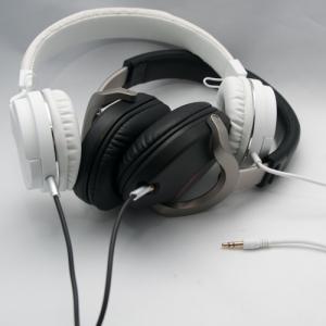 二人で聴けるシンプルなヘッドホン アイデアもシンプルです