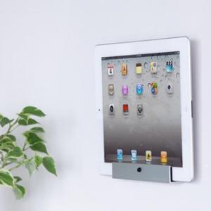 もう壁につけちゃえ! 『iPad/iPad2』をスッキリ壁かけできるホルダー