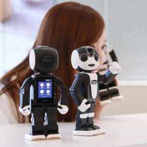 シャープのモバイル型ロボット電話『RoBoHoN』が19万8000円で5月26日より発売 SIMフリーで独自の回線サービスも提供