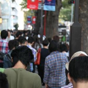 表参道のiPhone4S予約に400人もの行列!  先頭は朝の6時半から