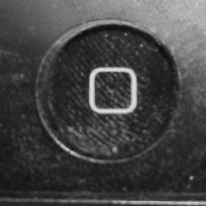 お手軽にiPhoneのホームボタンの効きを良くする技! たった1分でできて超簡単