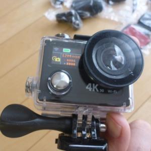 100ドル以下なのに4K/30fpsで動画撮影可能!? 無線LAN対応・液晶付き防水アクションカメラ『EKEN H8R』開封の儀