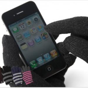 スマートフォンの冬に! 着けたままタッチパネルを操作できる『アイタッチグローブ』新モデル発売