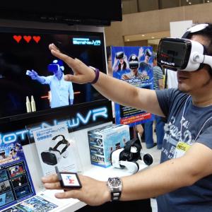 【東京おもちゃショー2016】モーションコントローラーにカメラ活用 おもちゃメーカーならではのVRに注目