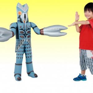 """全高110cm! 子ども等身大サイズの""""エア怪獣""""『超でっかいバルタン星人』"""