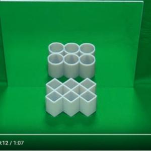 【動画】常識を疑え! 四角いのに鏡の中では円に見える「変身立体」
