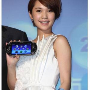 台湾SCE発表会で『PS Vita』を逆さに持つ失態 過去にも役員が同じことをやらかしていた!