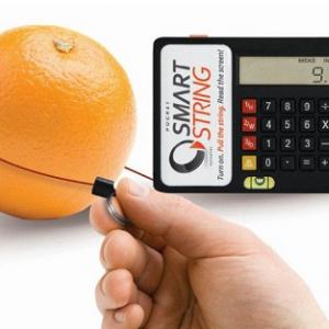 事務作業の小さなイライラを解消 測ったらすぐ計算できるメジャー付き電卓
