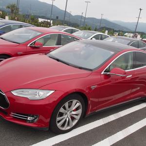 【動画あり】加速性&静寂性が抜群! 電気自動車TESLA『Model S』に乗ってみた