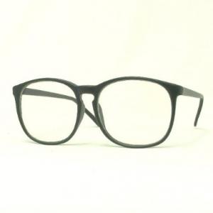 最近女の子がかけてる大きなメガネって可愛いの? アラレちゃんみたいな奴ね