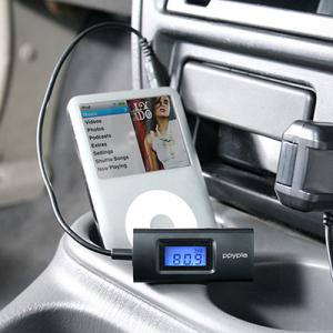『iPhone』やスマートフォンの音楽をカーステレオで楽しめる小型FMトランスミッター