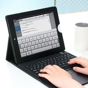 外出時の作業に便利! 『iPad 2』をノートパソコン化できるBluetoothキーボード一体型ケース