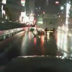 ニコニコ生放送の車載配信中に目の前でバイクが事故 「事故って当然な運転」との声