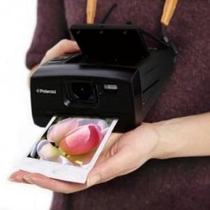 懐かしくも新しい! 撮ってすぐプリントできるデジタルカメラ『Polaroid Z340』発売