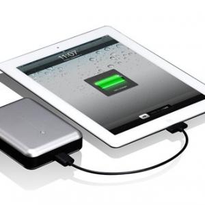 『iPhone』を5回以上充電! 1万400mAhの超大量バッテリー『Just Mobile Gum Max』