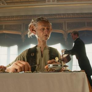 『BFG:ビッグ・フレンドリー・ジャイアント』の食事シーンにご注目! 巨人風写真も面白いよ