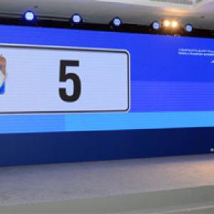 ドバイで「D5」のナンバープレートが9.3億円で落札される