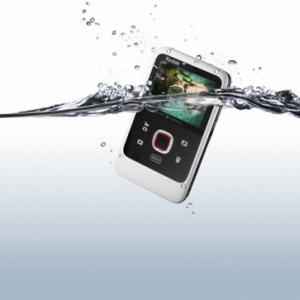 コダックがカードサイズの防水ビデオカメラ『PLAYFULL ウォータープルーフ Ze2』発売