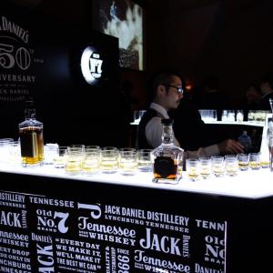 VRで蒸留所ツアーも! 『ジャック ダニエル 蒸留所創業150周年アニバーサリー』試飲会場は『ジャック ダニエル』の世界観が広がっていた